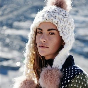 NWT FP cozy chunky trapper hat with poms
